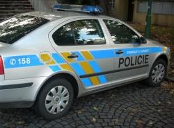 Seniory v Mostě okrádá falešná policistka, kontroluje bankovky