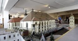 V Mostě dnes začal pátý ročník sochařského sympozia