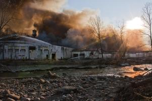Požár ve skladu bavlny