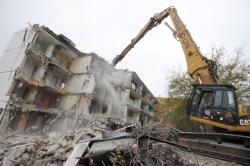 V Obrnicích začala demolice prvního ze dvou panelových domů