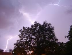 Prudký déšť a bouřka