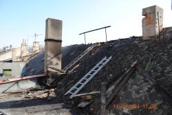 Požár střechy domu v obci Lom