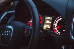 Mladí začínající řidiči a řidičky získají zkušenosti na autodromu