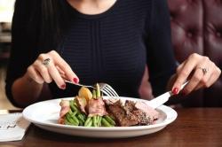 V žádném krajském městě stovka na oběd už nestačí, restaurace podražily