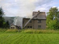 Požár přístavku a střechy rekreačního domku